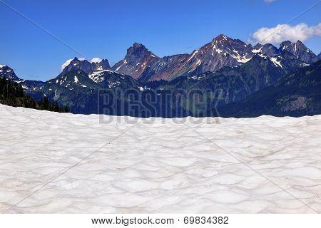Hiking Snowfields Red Mountain Artist Point Glaciers Washington