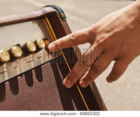 turning guitar amplifier