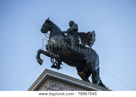 bronze sculpture, oldest street in the capital of Spain, the city of Madrid, its architecture and art