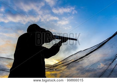 Hunter taking aim