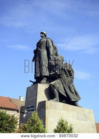 Arad City Statue