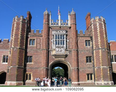 London, United Kingdom - Sept 5, 2004:  People Look At Entrance To Hampton Court Palace Home Of Henr