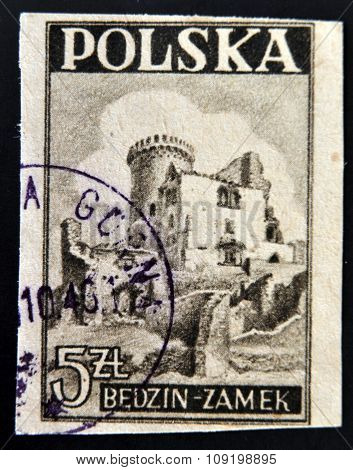 POLAND - CIRCA 1946: A stamp printed in Poland shows a Castle Bedzin circa 1946