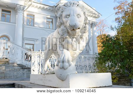ST. PETERSBURG, RUSSIA - OCTOBER 16, 2015: Sculpture of lion in front of Yelagin Palace. Created in 1822, it was the first cast-iron lion statues in Saint Petersburg