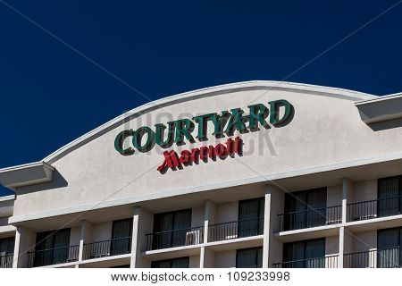 Courtyard By Marriot Motel Exterior And Logo