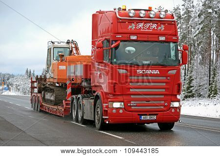 Red Scania R500 Hauls Daewoo Excavator On Winter Road