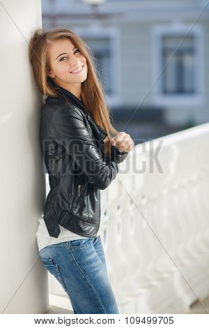 Portrait of a young woman outdoors in autumn