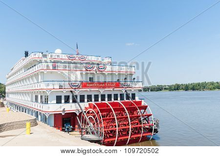 American Eagle  Paddlewheel Riverboat American Eagle Docked At Hannibal Missouri Usa
