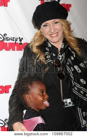 LOS ANGELES - OCT 18:  Joely Fisher, daughter at the