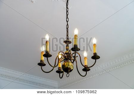 Beautiful Luster In Big House Room