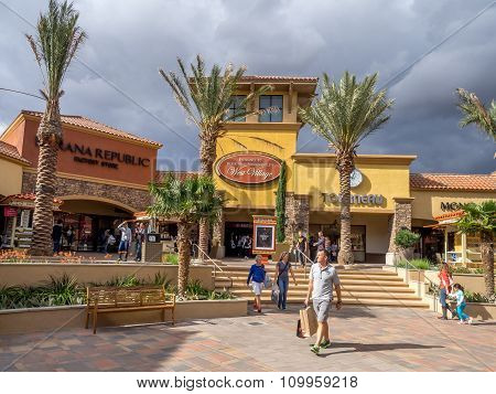 Desert Hills Premium Outlet Mall
