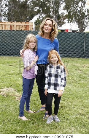 LOS ANGELES - JUN 12:  Melora Hardin, daughters Rory, Piper arriving at the 22nd Annual 'Time for Heroes' Celebrity Picnic at Wadsworth Theater on June 12, 2011 in Westwood, CA