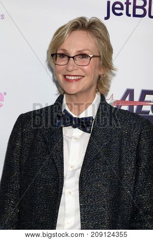 LOS ANGELES - OCT 12:  Jane Lynch at the Tie The Knot Celebrates 5-Year Anniversary at the NeueHouse on October 12, 2017 in Los Angeles, CA