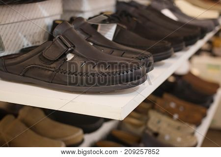 black shoes For men In the mall