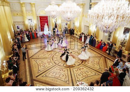 MOSCOW - SEP 16, 2017: Beautiful dancing pairs in big hall at Great Catherine Ball (dance party) in Tsaritsyno