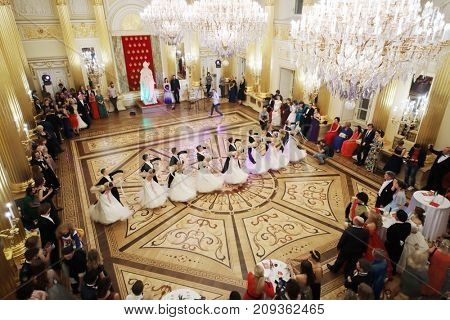 MOSCOW - SEP 16, 2017: Beautiful dancing pairs at Great Catherine Ball (dance party) in Tsaritsyno