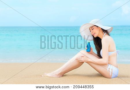 Happiness Pleasantly Woman Coating Sun Uv Cream