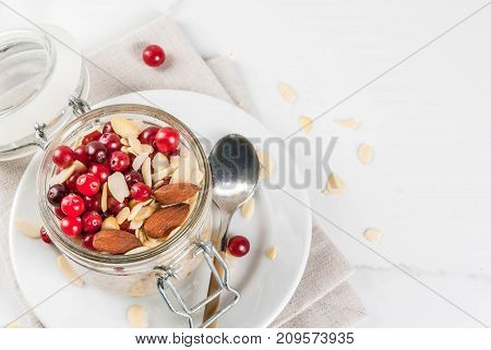 Overnight Oats With Almond And Cranberry
