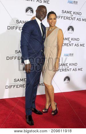 LOS ANGELES - OCT 12:  Djimon Hounsou, Daphne Wayans at the