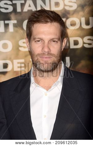 LOS ANGELES - OCT 8:  Geoff Stults at the