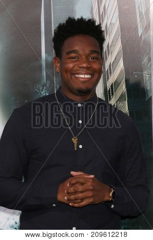 LOS ANGELES - OCT 16:  Dexter Darden at the Geostorm Premiere at the TCL Chinese Theater IMAX on October 16, 2017 in Los Angeles, CA