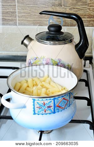 pasta saucepan kettle kitchen kitchen tools dishes gas cooker tile food dishes