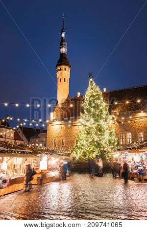 Traditional Christmas Market On Town Hall Square - Raekoja Plats In Tallinn, Estonia. Christmas Tree And Trading Houses With Sale Of Christmas Gifts, Sweets And Mulled Wine. Famous Landmark.