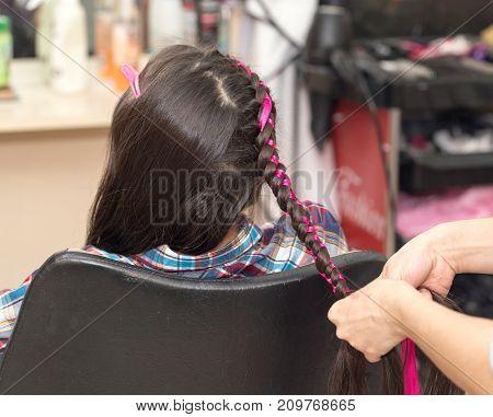 weave braids in a beauty salon . photo in the studio