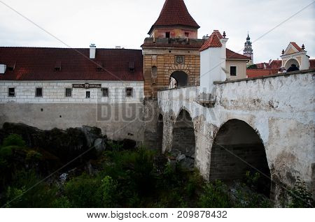 The bridge in front of the entrance to the old town is the Czech Krumlov .