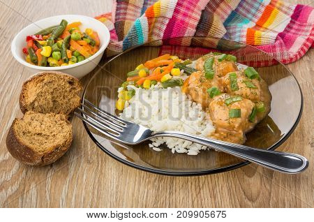 Brown Plate With Meatballs, Rice, Vegetable Mix, Rye Bun