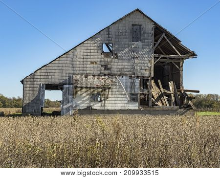 Decaying barn in a rural Indiana area.