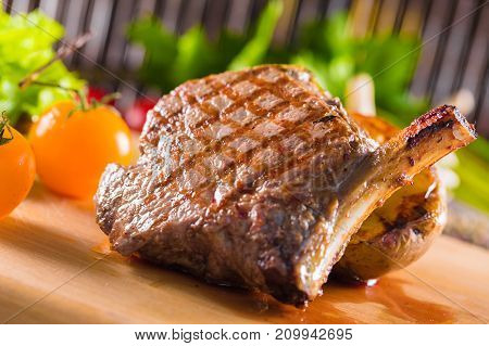 Meat sauce eat vegetables grilled grill green