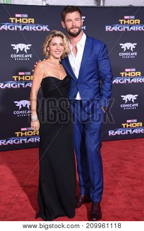 LOS ANGELES - OCT 10:  Chris Hemsworth and Elsa Pataky arrives for the