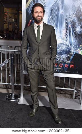 LOS ANGELES - OCT 16:  Gerard Butler arrives for the