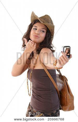 Attraktive junge Mädchen fotografieren sich lächelnd.?
