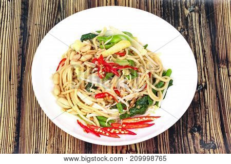 Sour And Sweet Fried Chinese Noodle With Vegetable