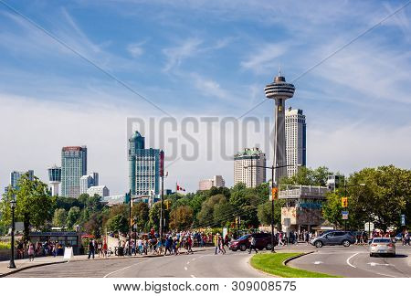 Niagara Falls, Canada - August 27, 2017: Crowds Of Tourists Walk Along The Niagara Parkway With The