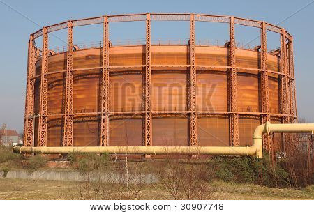 Girder frame gas storage tank