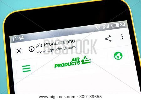 Berdyansk, Ukraine - 3 May 2019: Illustrative Editorial Of Air Products And Chemicals Website Homepa