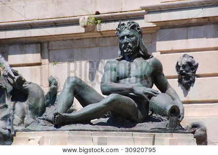 Statue in Congressional Plaza