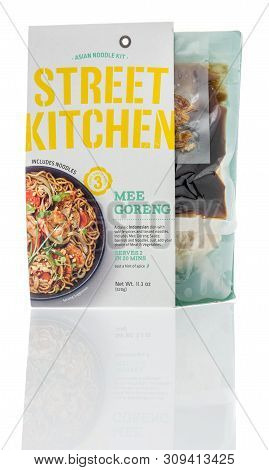 Winneconne, Wi - 29 May 2019 : A Package Of Asian Noodle Kit Street Kitchen Mee Goreng On An Isolate