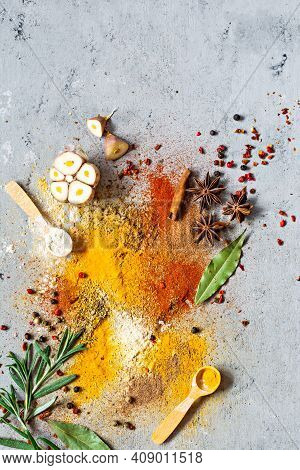 Various Spice Powders (paprika, Curry, Coriander, Ginger, Dried Onions And Garlic, Turmeric, Cinnamo