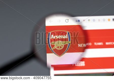 New York, Usa - 15 February 2021: Arsenal Website In Browser With Company Logo, Illustrative Editori