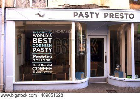 Looe (england), Uk - August 22, 2015: Pasty Shop In Looe, Cornwall, England, United Kingdom.