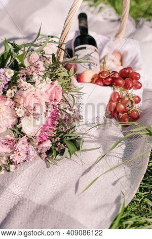 Wedding Picnic. Bridal Bouquet. Summer Picnic. Fruit Picnic.