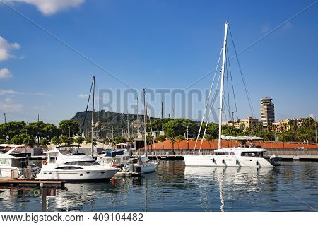 Spain, Barcelona, September, 2020: Boats And Sailboats In Port Vell Old Harbour. Port Vell And Rambl
