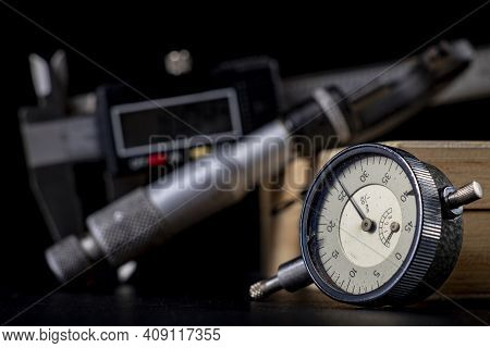 Dial Gauge For Surface Measurement. Measurement Accessories For Engineers Who Conduct Measurements.