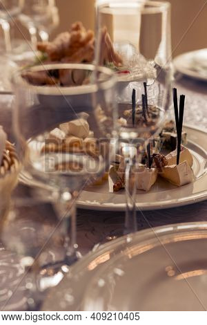 Table Setting,festive Event And Table Setting,dishes And Snacks When Setting Tables.