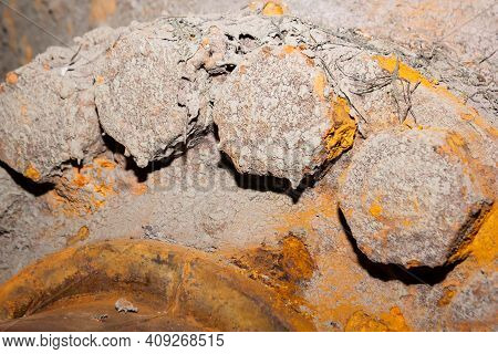 Old Rusty Bolt And Nut On Steel Background, Steel And Bolt, Steel Background, Hd Rusty Background