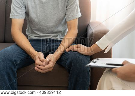 Male Patients With Mental Illnesses And Physical Illnesses Are Discussing With A Doctor Or Psychiatr
